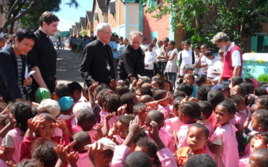 Mgr Jean-Michel di Falco Léandri à Madagascar
