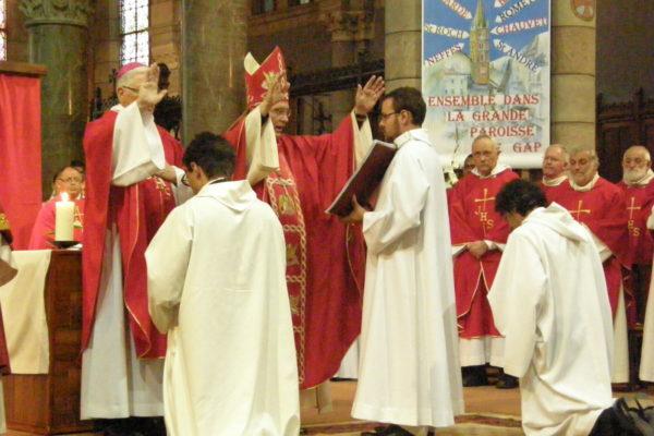 Ordination de deux diacres pour le diocèse à la cathédrale de Gap