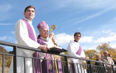 La Rochette heureuse de fêter la Toussaint en présence de Mgr Jean-Michel di Falco Léandri