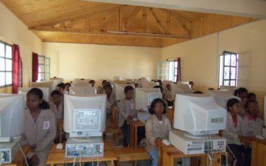 Le lycée privé Sainte-Thérèse (Mahazoarivo – Antsirabe) se lance dans le monde de l'informatique