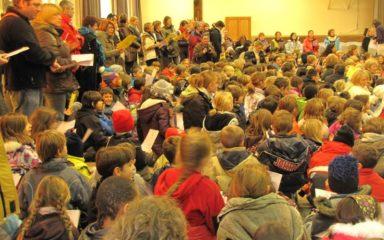 Les enfants de l'enseignement catholique préparent Noël