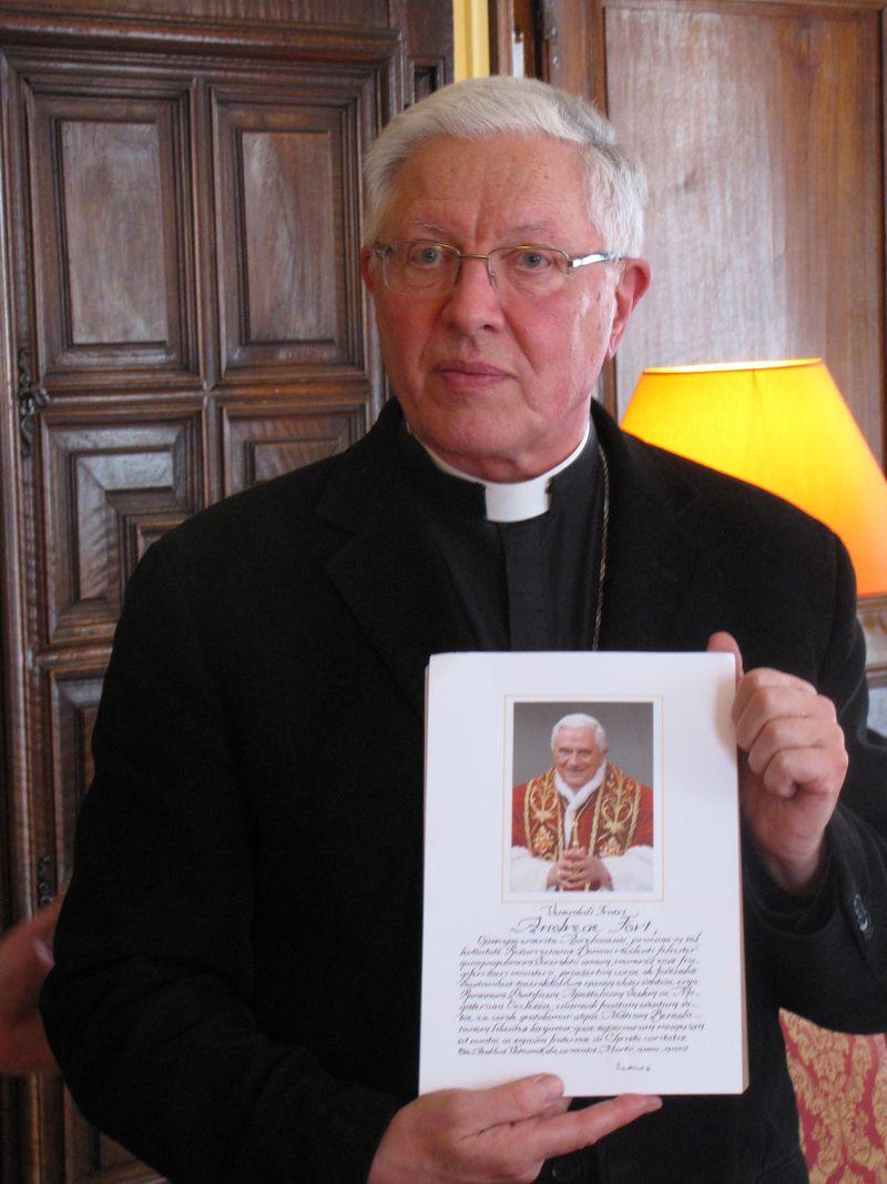 Prêtres aînés et séminaristes à la maison épiscopale – Les prêtres jubilaires du diocèse
