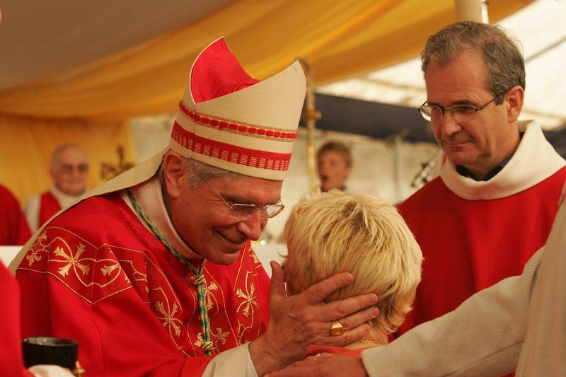 Confirmation de 49 jeunes et adultes à la cathédrale de Gap en ce dimanche de Pentecôte par Mgr Jean-Michel di Falco Léandri