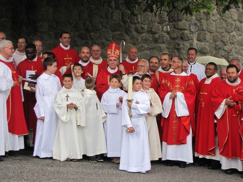 Ordination au Laus d'un prêtre et de quatre diacres