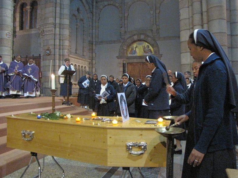 Les émouvantes funérailles de Sœur Claire-Odette Rasoanatoandro