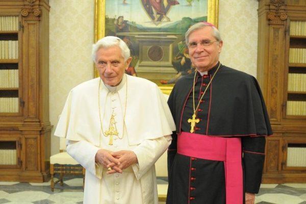 Les termes exacts dans lesquels le pape Benoît XVI a annoncé sa renonciation, et une première réaction de Mgr Jean-Michel di Falco Léandri