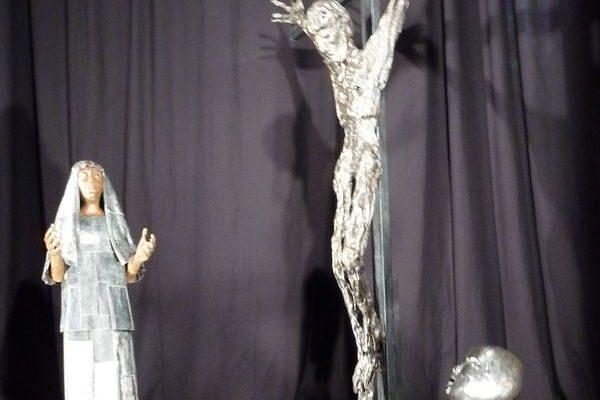"""""""Que nous faut-il pour sortir des ornières de la routine ?"""" clame Mgr Jean-Michel di Falco Léandri au vernissage de trois œuvres en acier de Louis Brachet"""