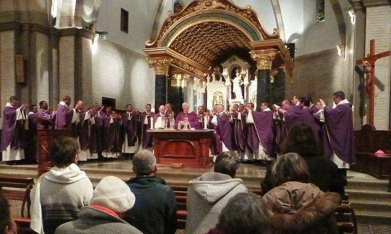 """""""Moi, président de la République"""", lance Mgr Jean-Michel di Falco Léandri aux prêtres intrigués"""