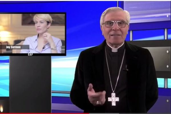 La chronique de Mgr Jean-Michel di Falco Léandri –  Qui conditionne les enfants ? L'école catholique ou Monsieur Peillon ?