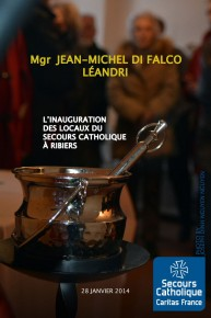 Mgr Jean-Michel di Falco Léandri bénit la nouvelle antenne du Secours catholique à Ribiers