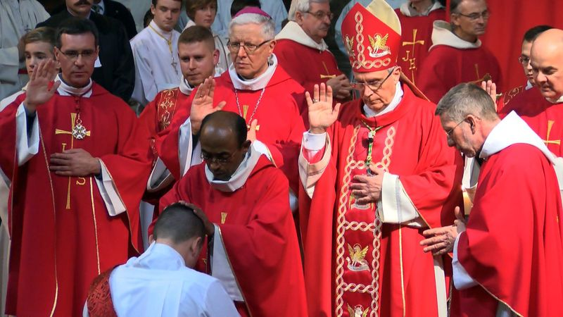 Retour sur l'ordination presbytérale de Mickaël Fontaine en vidéos