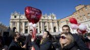 Saint-Valentin : 20 000 fiancés avec le pape au Vatican !