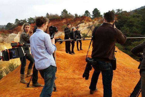 Sur les pas du nouveau clip du groupe « Les Prêtres »