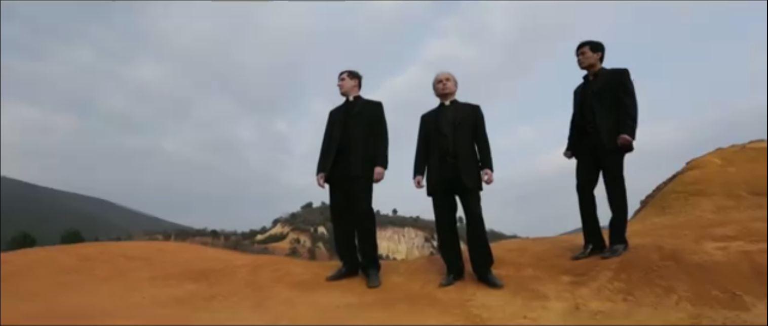 """You are currently viewing """"Les Prêtres"""" dévoilent le clip de """"Infunde Amorem"""" (Répands l'Amour)"""