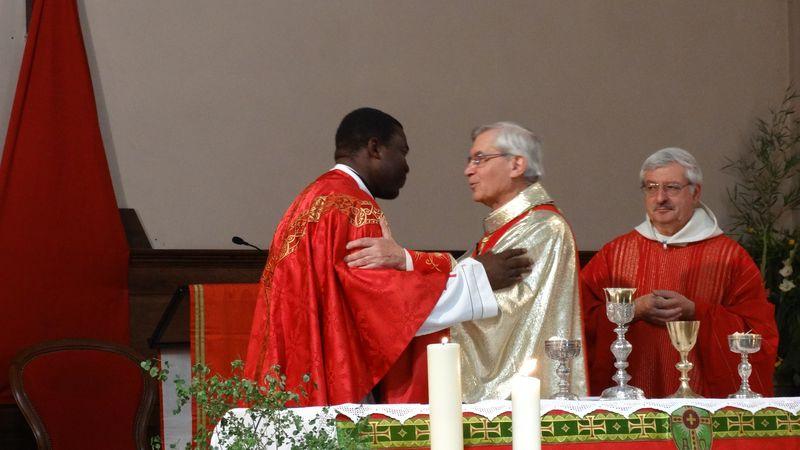 """Installation du père Joseph-Charles Mbogba à Laragne : """"La mission d'un évêque n'est pas de caresser les assemblées dans le sens du poil"""""""