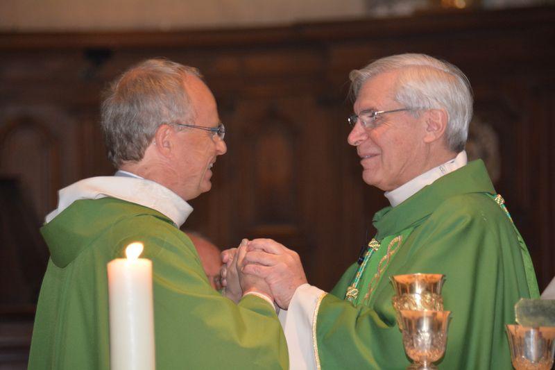 Mgr Jean-Michel di Falco Léandri installe le père Jean-Michel Bardet comme curé