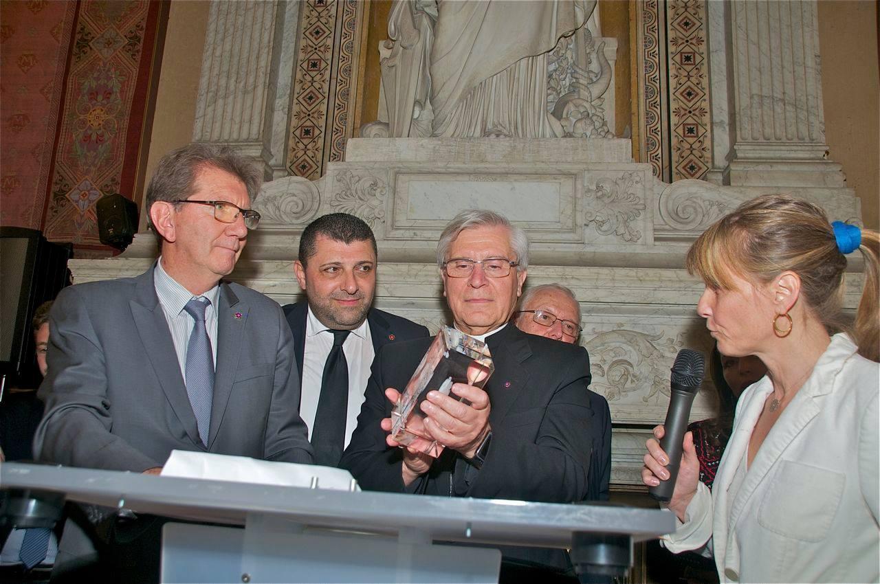 """Le prix Charles Aznavour pour """"Le livre noir de la condition des chrétiens dans le monde"""""""