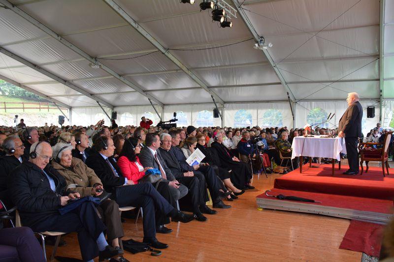 Accueil chaleureux malgré la pluie pour le président Lech Walesa