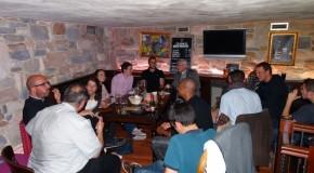 Mgr Jean-Michel di Falco Léandri rencontre les jeunes au pub et les prêtres à la Maison diocésaine