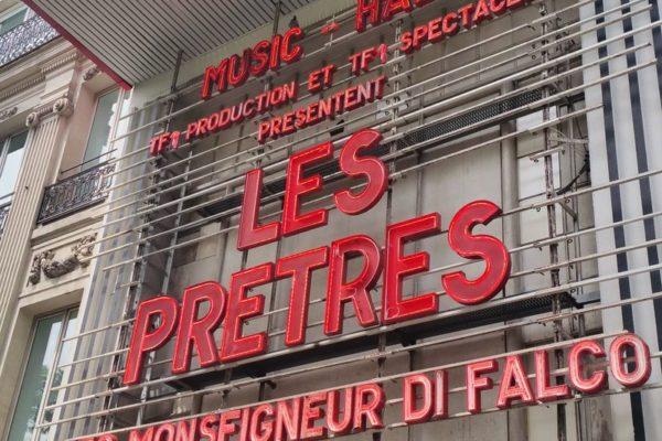 """Énorme succès des concerts du groupe """"Les Prêtres"""" à l'Olympia"""