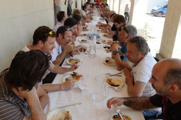 Déjeuner avec les ouvriers du Saint-Cœur