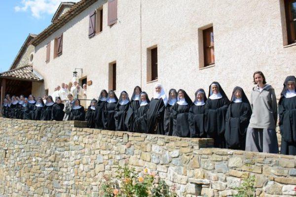 « Vous êtes, mes sœurs, spirituellement des nomades, des expatriées », dit Mgr Jean-Michel di Falco Léandri