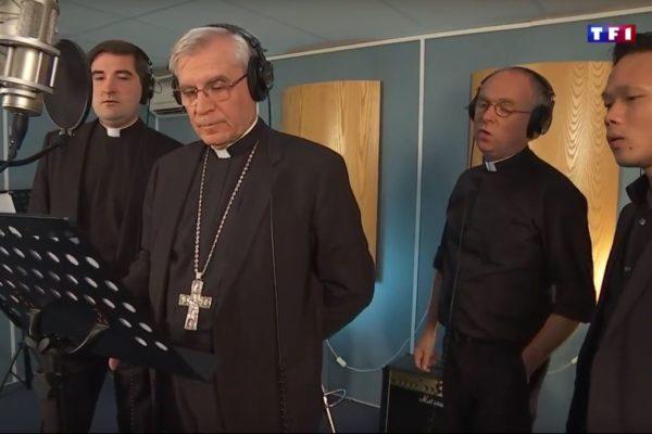 """""""Les Prêtres"""" au journal télévisé et dans d'autres médias"""
