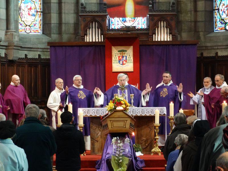 You are currently viewing Obsèques du père Joseph Catelan : « Je suis un prêtre heureux ! »