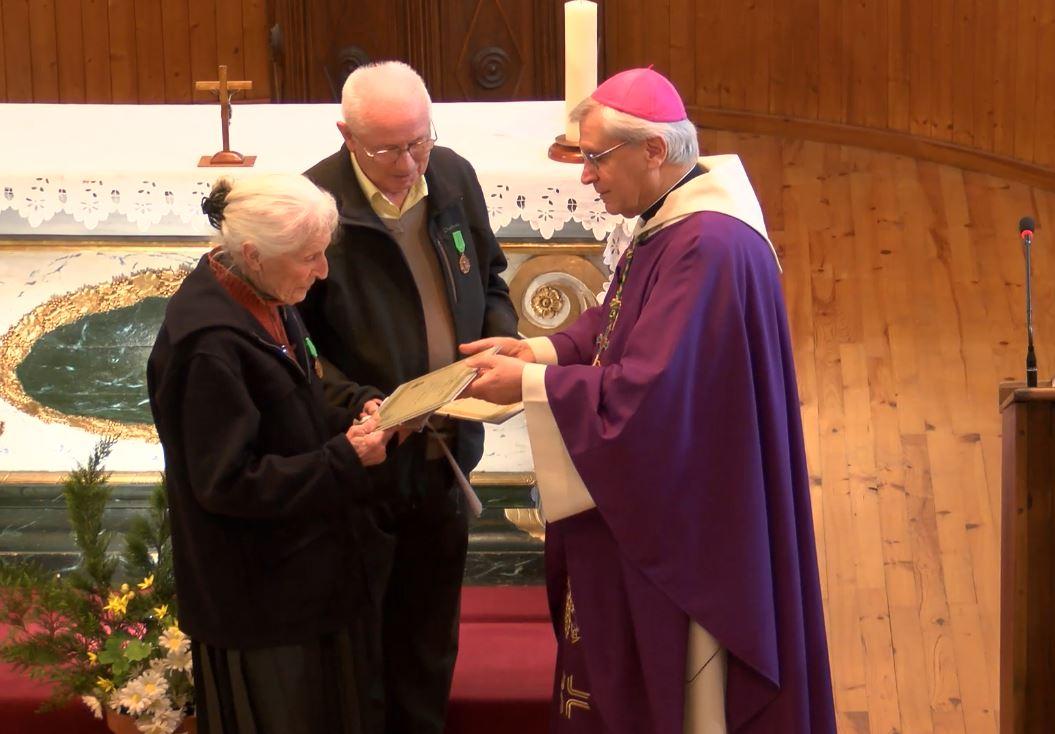Messe à Prunières avec deux paroissiens mis à l'honneur