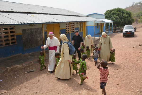 Une future église Notre-Dame du Laus au Bénin