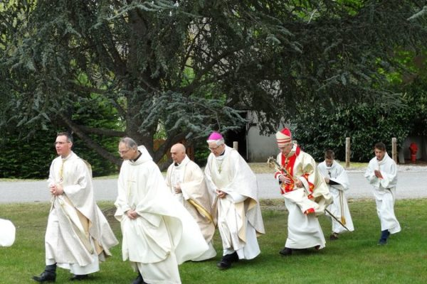 Les pieds au froid mais les cœurs au chaud, dimanche dernier à Notre-Dame du Laus