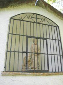 St Marc; (3)