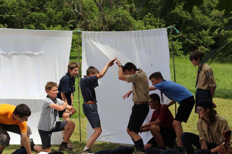 Fête de groupe pour les guides et scouts d'Europe à Rambaud