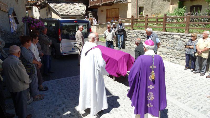 Les obsèques du père Élie Mathieu dans son Queyras natal