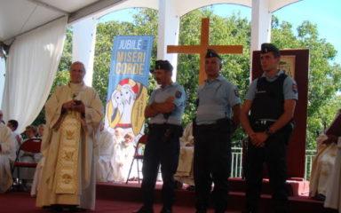 Le 15 août au Laus : les gendarmes félicités et applaudis