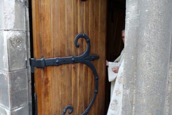 Fermeture de la porte sainte à Gap en la journée nationale du Secours catholique