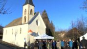 Bénédiction d'un vitrail à la chapelle Saint-Louis de Charance à Gap