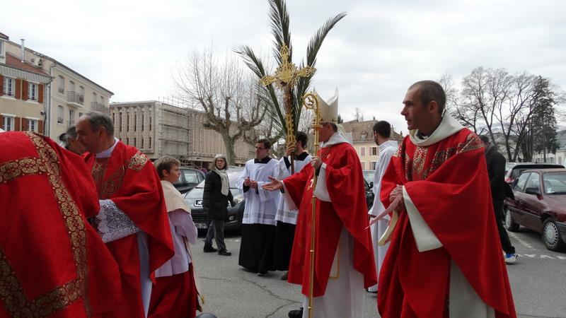 Mgr Xavier Malle aux Rameaux en la cathédrale de Gap
