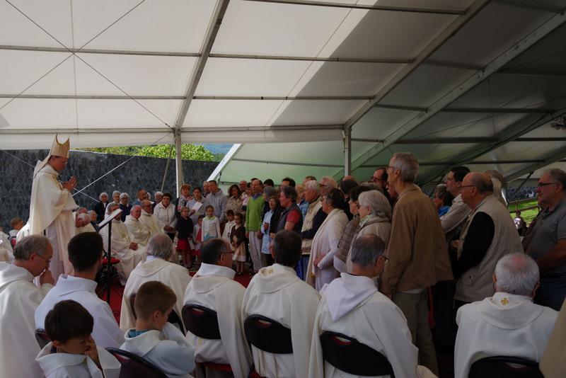 You are currently viewing Mgr Xavier Malle au Laus fête Marie, mère de l'Église, avec les jubilaires