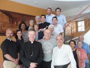 Mgr Xavier Malle et les archivistes de la Province