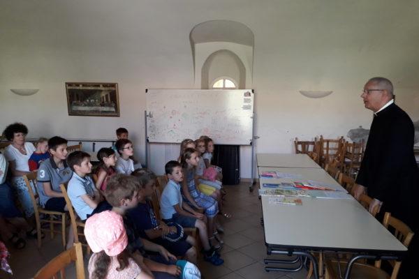 Remise de prix pour les enfants de la catéchèse de la communauté Saint-Pie V