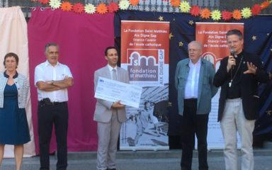 La fondation Saint-Matthieu remet un chèque de 5000 € à l'école du Saint-Cœur
