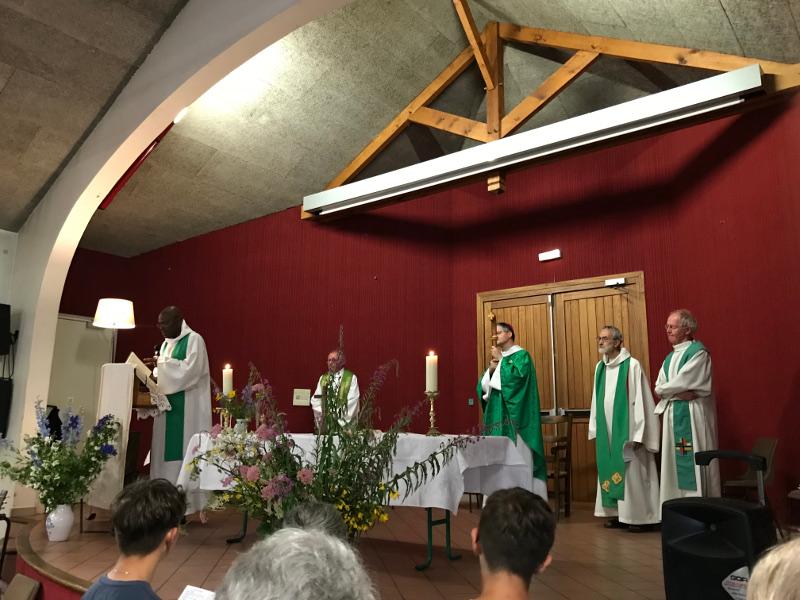 « Portons nos prêtres dans notre prière »