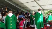 La bénédiction des écoliers et de leurs cartables à Notre-Dame du Laus