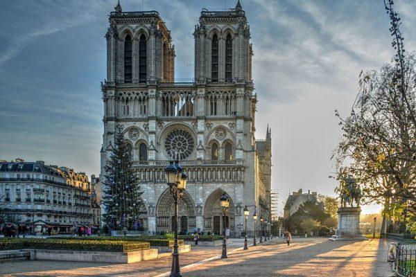 Interview du père Jean-Marc Fournier, aumônier des pompiers de Paris