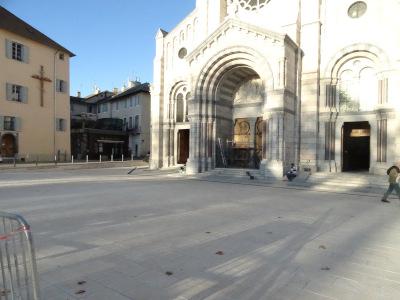 Un nouveau parvis pour la cathédrale Notre-Dame de l'Assomption et Saint-Arnoux