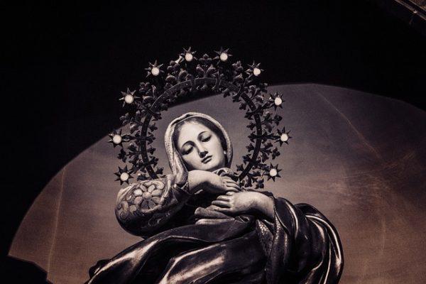 Le pape François confie le monde à la Vierge Marie