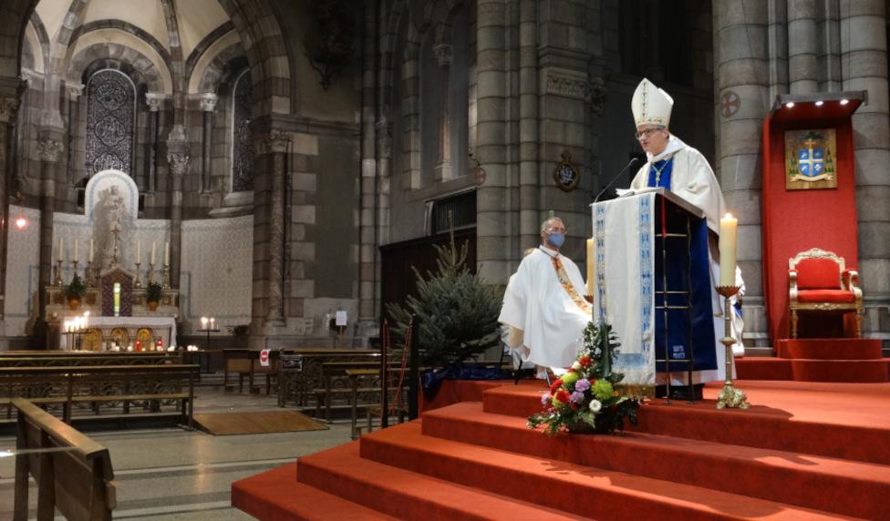 Que les nouveaux chanoines de la cathédrale ne reculent pas devant la Croix de la prière