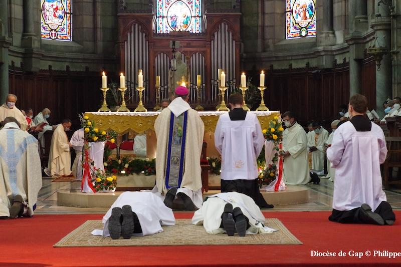You are currently viewing «Descendons le plus possible, comme le Verbe, comme Jésus» homélie des ordinations 9 janvier 2021