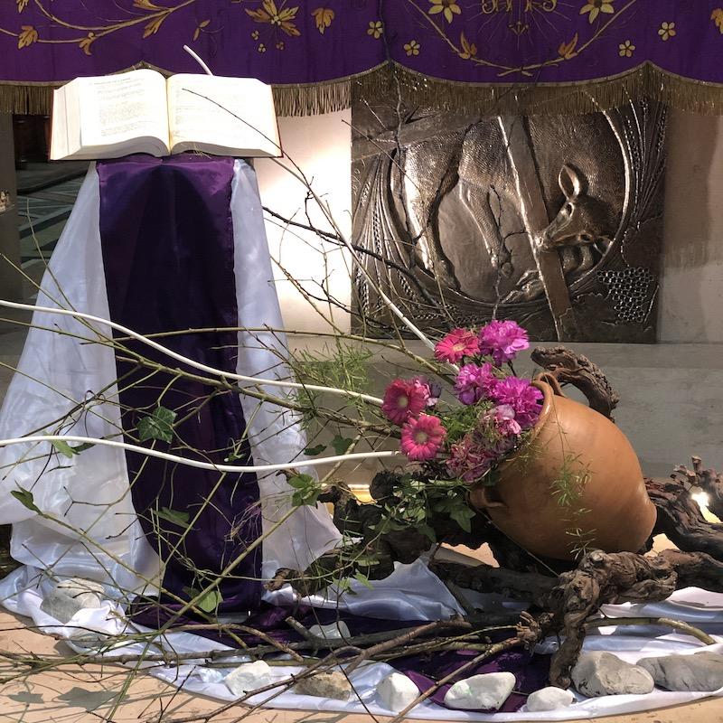 You are currently viewing Entre terre et ciel, comment trouver sa place ? Homélie du 1er dimanche de Carême – Messe des bienfaiteurs